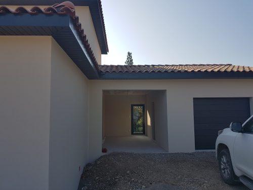 Villa contemporaine d'environ 150 m² avec toiture 4 pentes